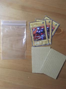 梱包部材とカード