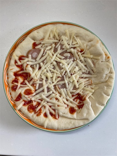 取り出した冷蔵ピザ