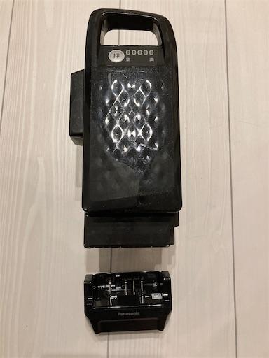 電動自転車用のバッテリーとアダプター