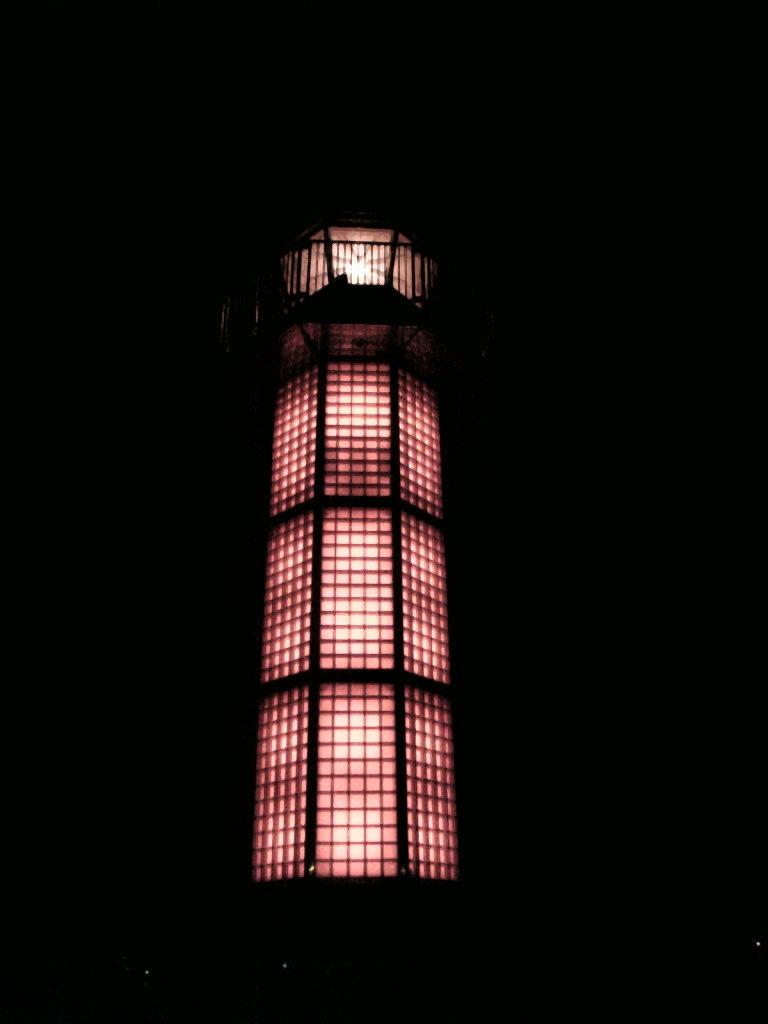 夜の赤灯台