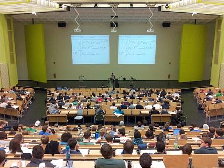 大学での講義のイメージ