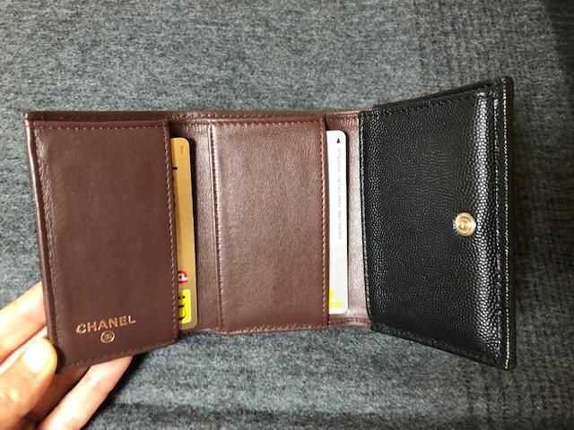 シャネル 財布の内側