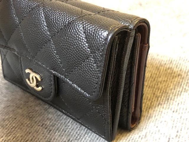 シャネル 財布の厚み