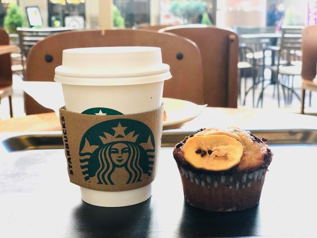 スタバのコーヒーとマフィン