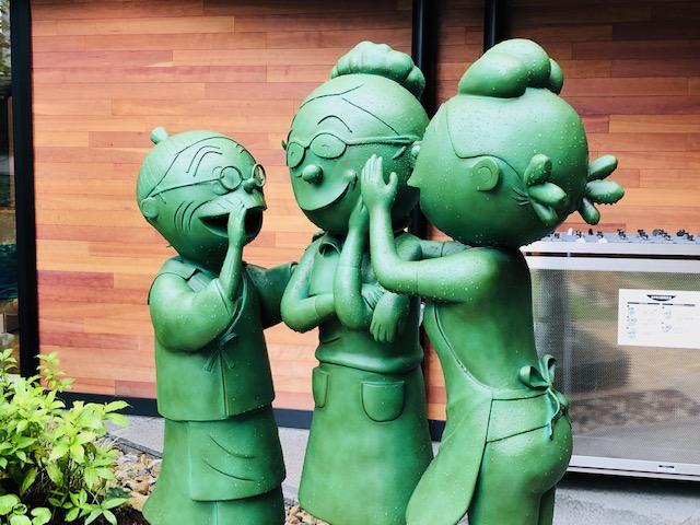 桜木町 サザエさん銅像