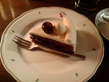 「ル・プティ・ニ」のダークチェリーケーキ