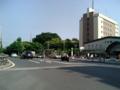 [目白周辺] 目白駅前。右は駅とホテルメッツ目白、左奥の杜は学習院。