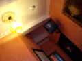 [ベルギー]ブリュッセルの宿にて。街頭テレビのようなTV。そしてリモコンがない