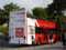 エッフェル塔下にて。ユニクロ・Paris支店の開店広告バス。