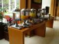 [研修] 2012年8月5日、ホテルの朝食バイキング。ジュース類。