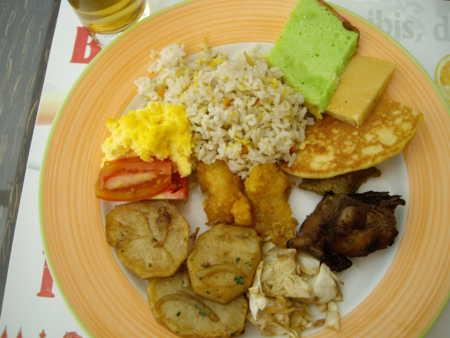 2012年8月9日、ホテルの朝食バイキング。