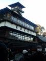 [散歩]  2013年元旦、成田山の参道に建つ旅館。江戸情緒だなあ。