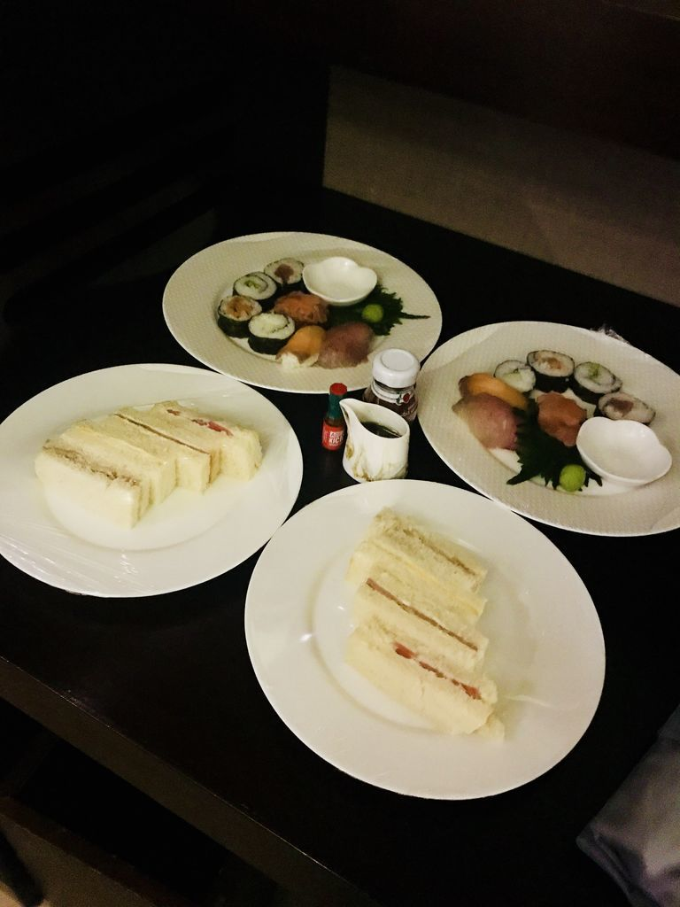 サンドイッチと寿司