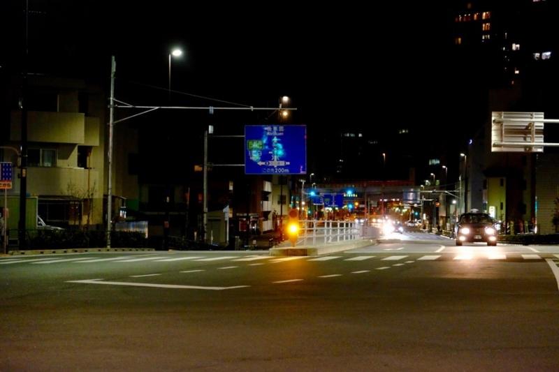夜の飯田橋駅前