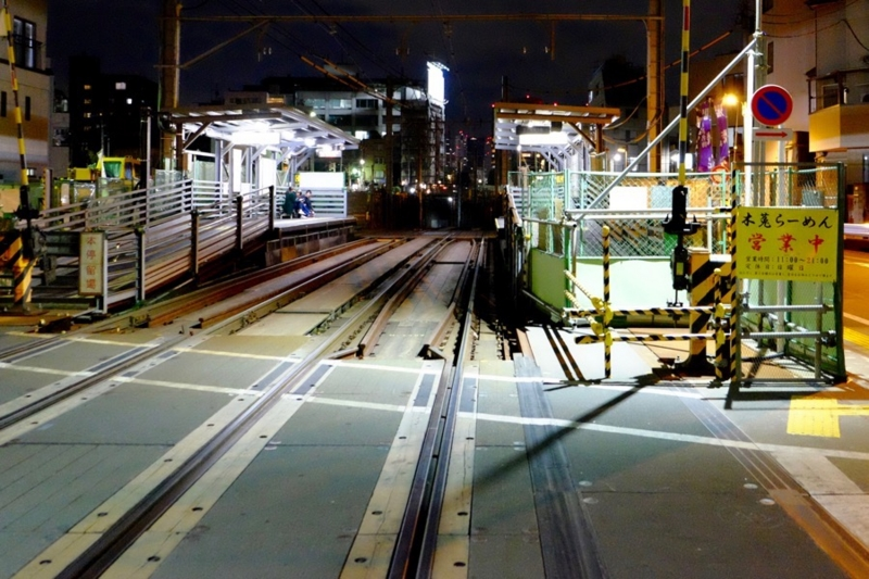 夜の鬼子母神前駅1