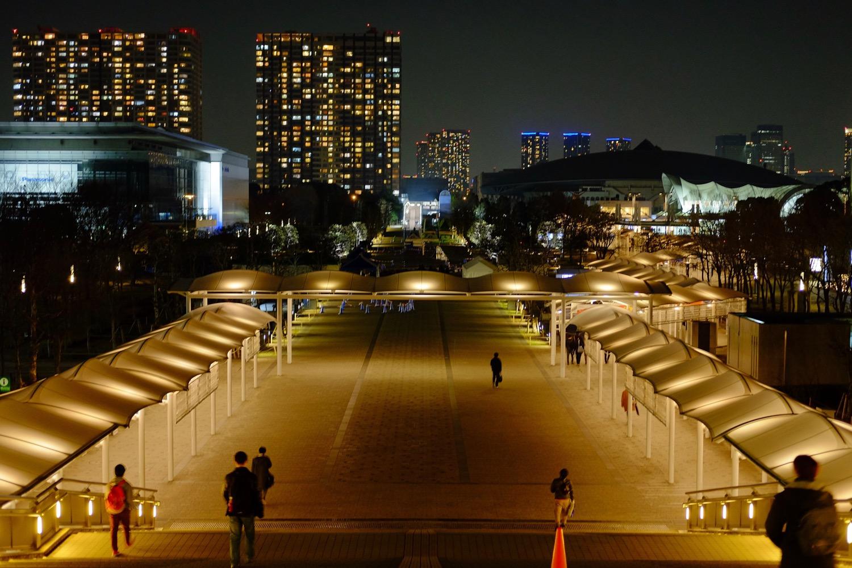 夜の東京ビッグサイト正面1