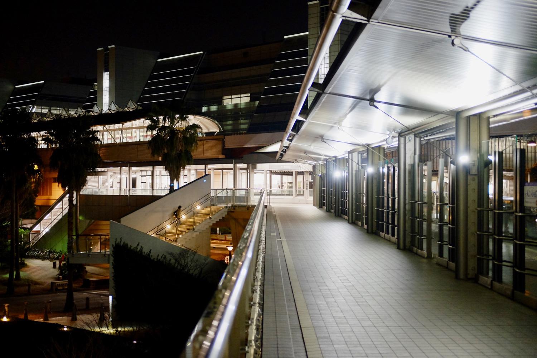 夜の国際展示場正門駅通路