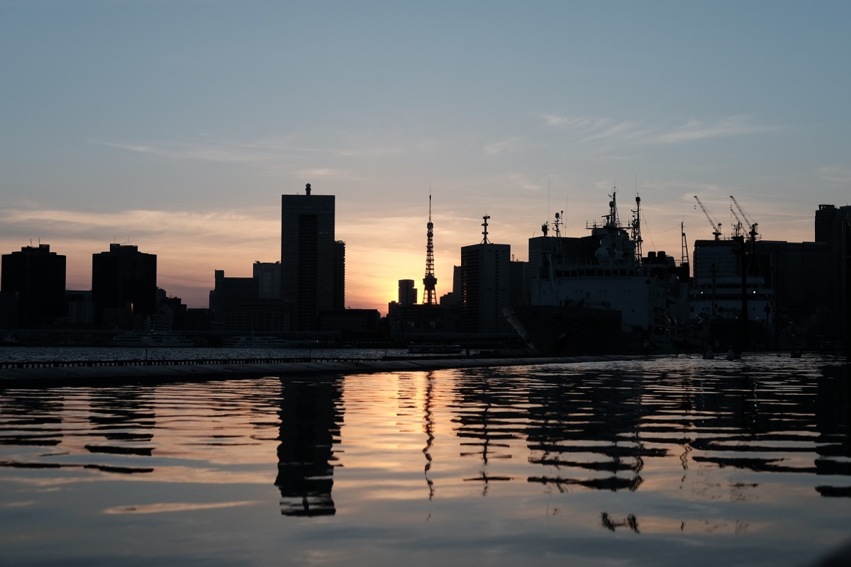 晴海埠頭から臨む、夕暮れの東京タワー4