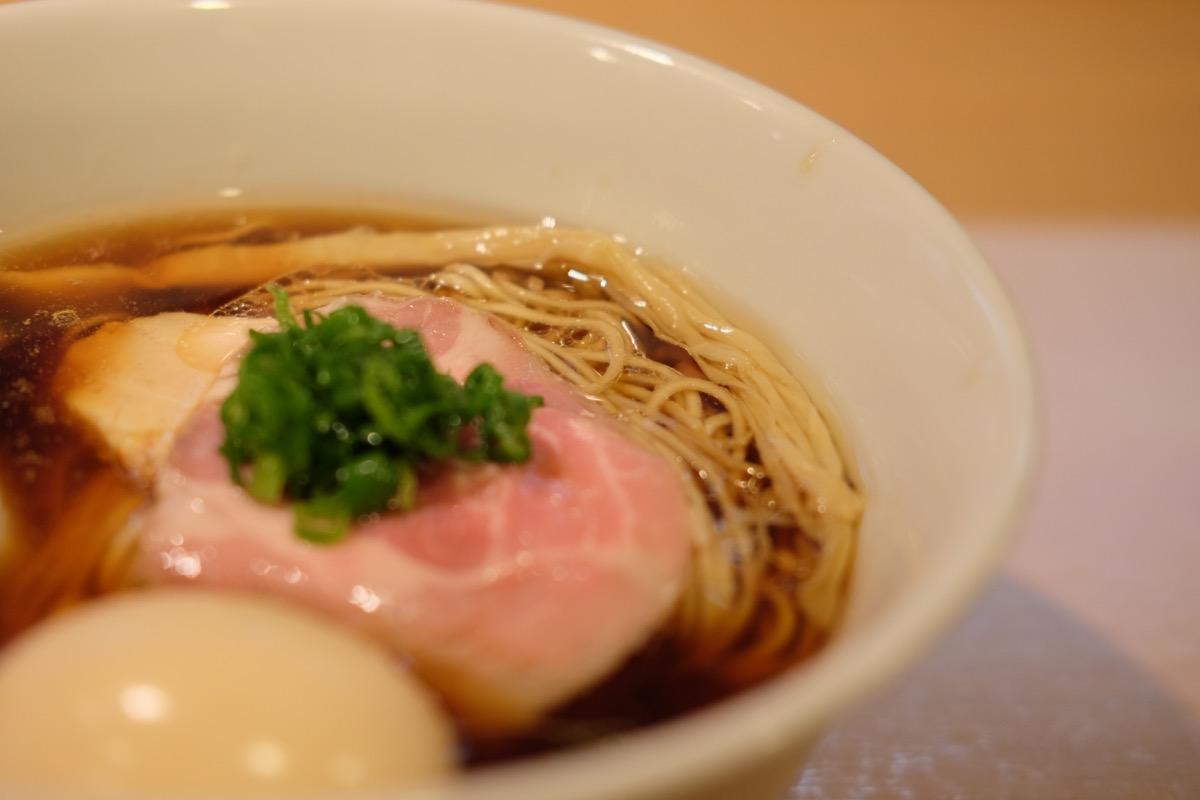 新宿『はやし田』の味玉醤油らぁ麺