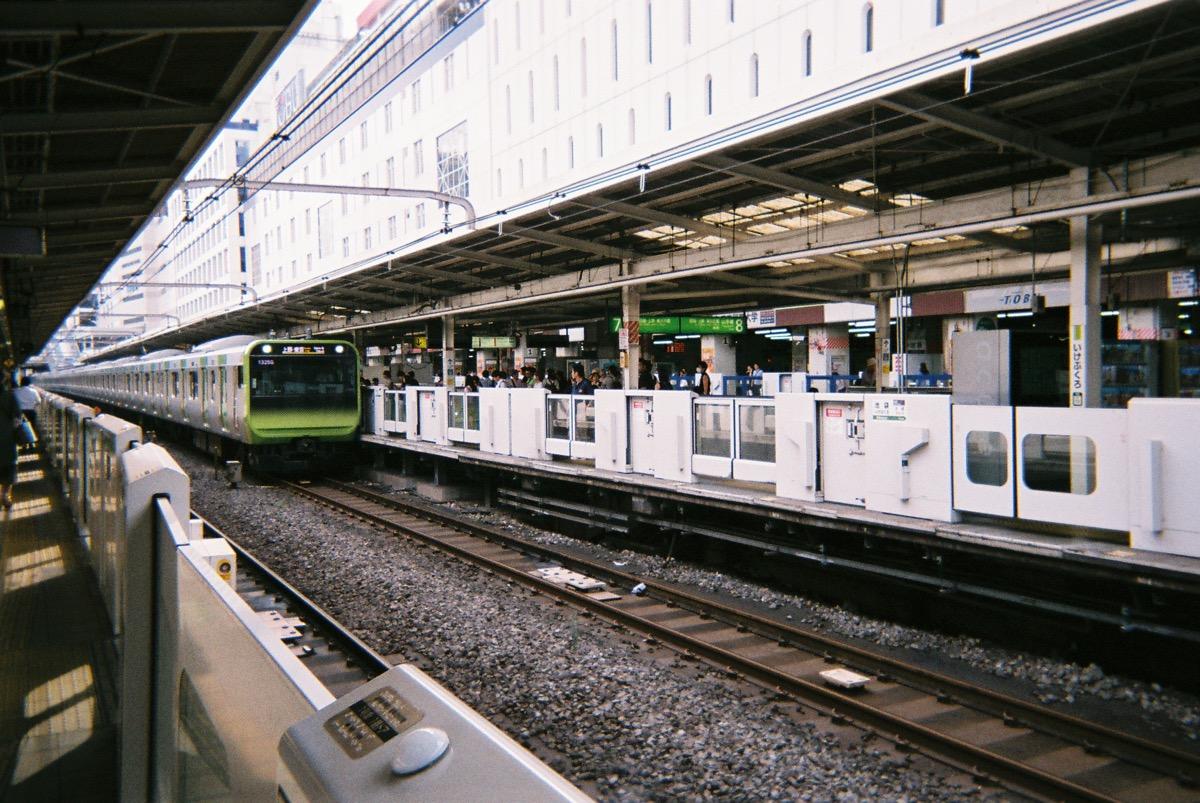 池袋駅ホーム(写ルンですで撮影)