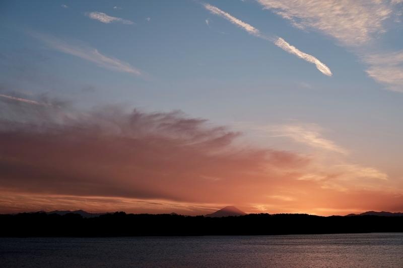 夕暮れの多摩湖と富士山3