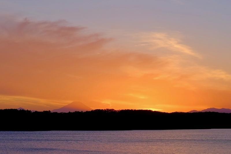 夕暮れの多摩湖と富士山2