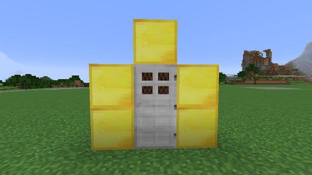鉄のドアをブロックで囲む
