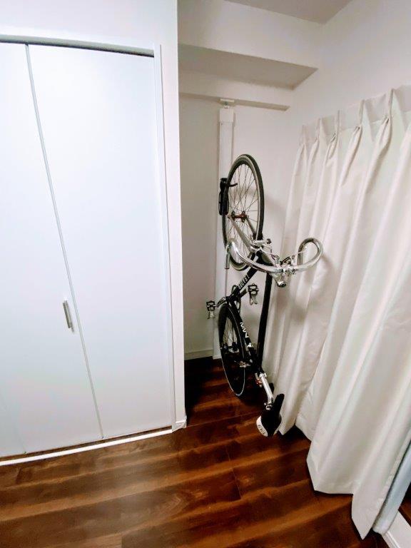 2x4材とラブリコで自転車を縦置き