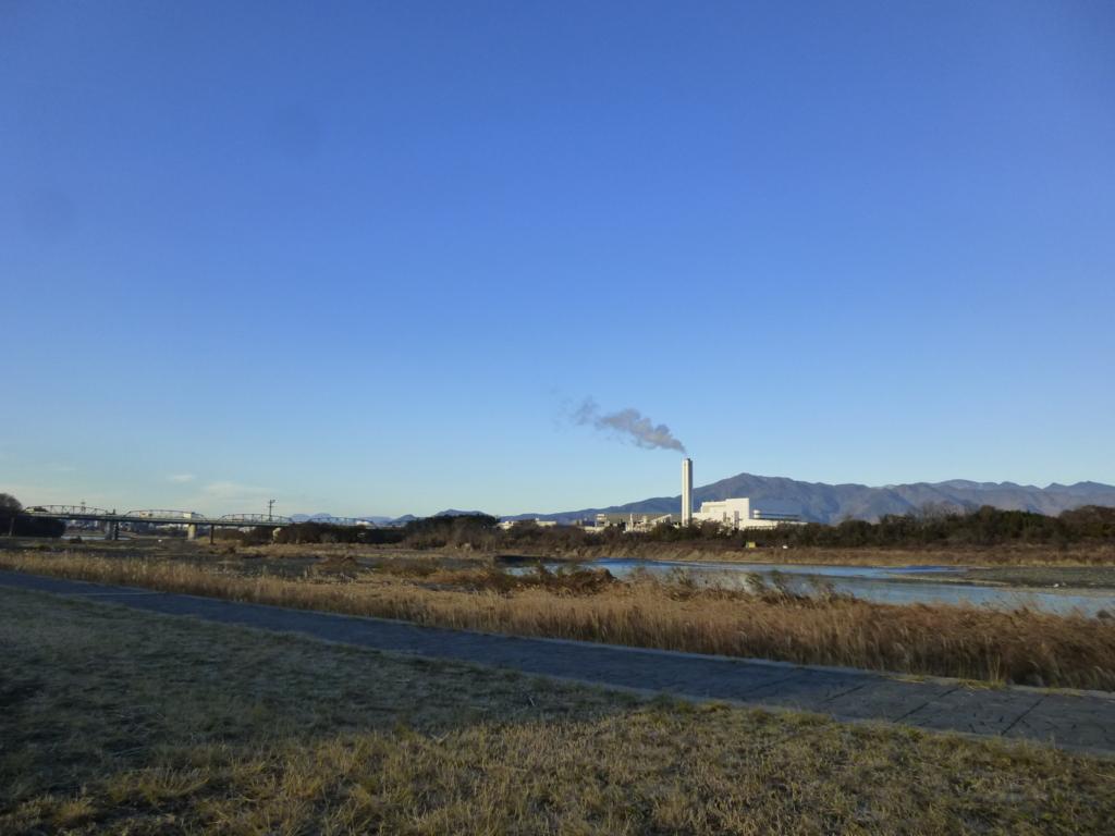 三川公園から相模川下流方面を望む