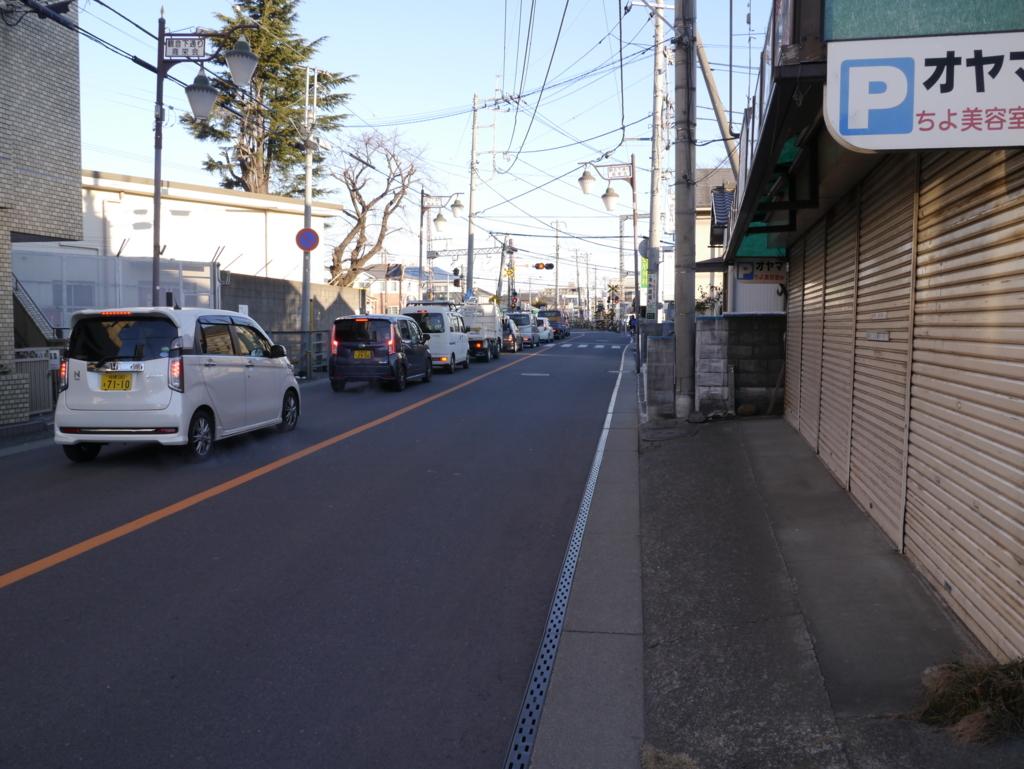 弥生神社入口沿いの県道