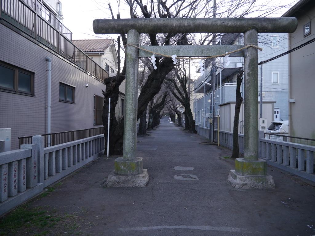 弥生神社の入り口