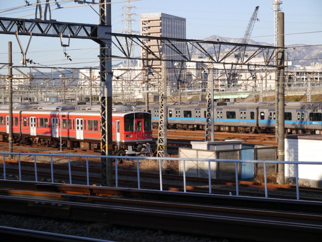 小田急線の車庫に止まっている点検車