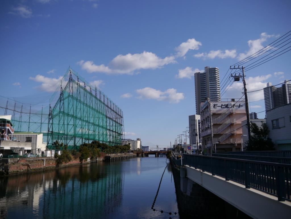 東神奈川駅そばの運河