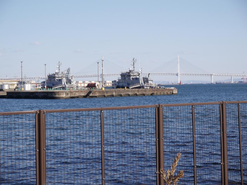 自衛隊の船をGX1のキットレンズの望遠端で