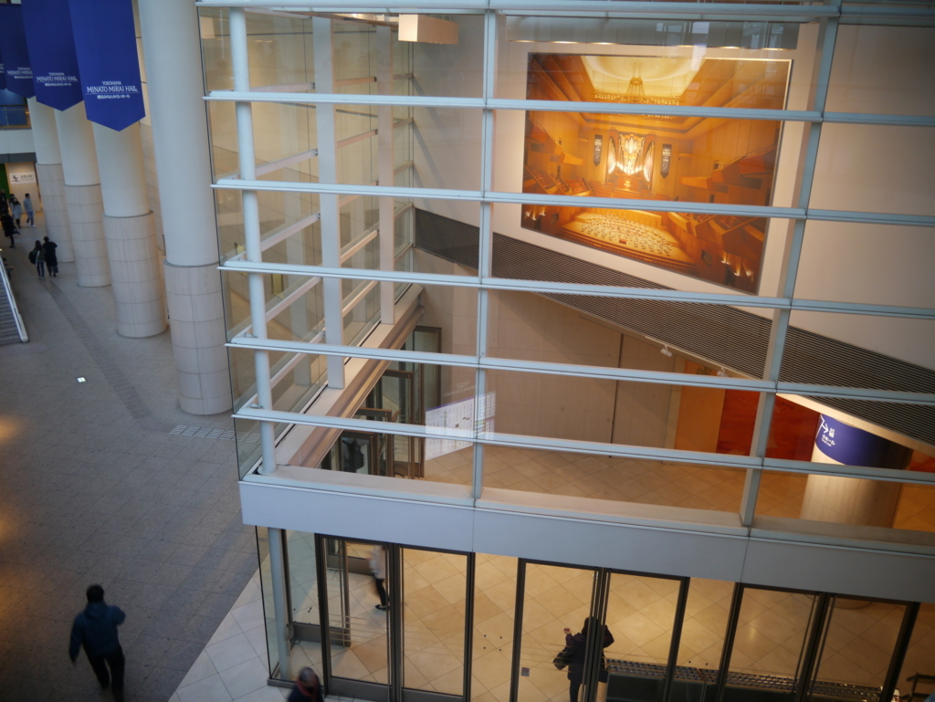 クイーンズスクエア横浜のホール入口