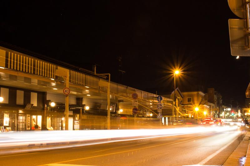 高山市の商店街の夜