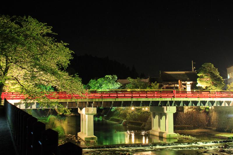 高山市の中橋の夜景(夏)
