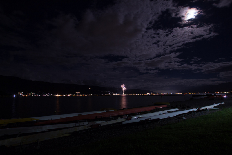 夜の諏訪湖に