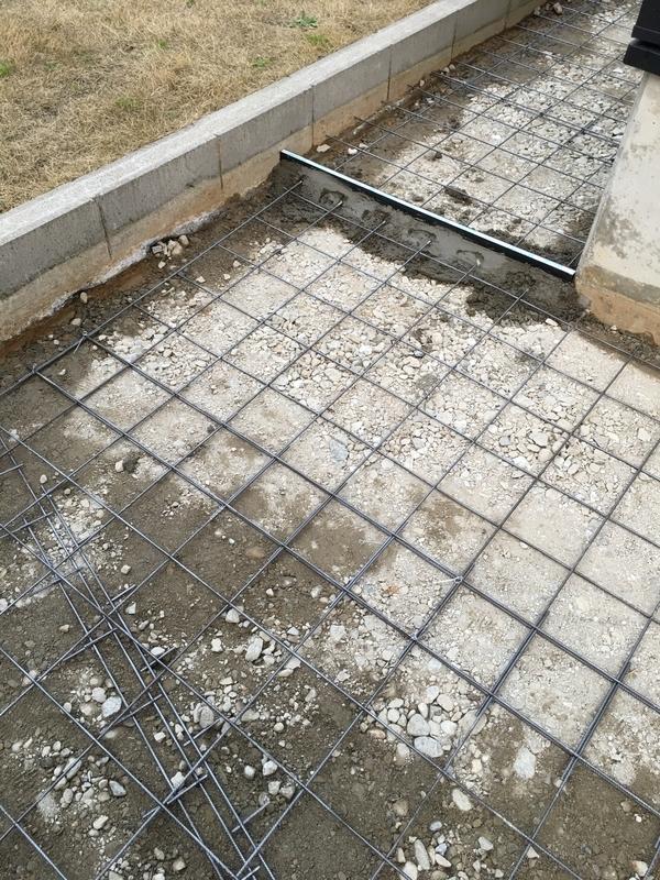 土間コンクリート打設工事 砕石、ワイヤーメッシュ敷き