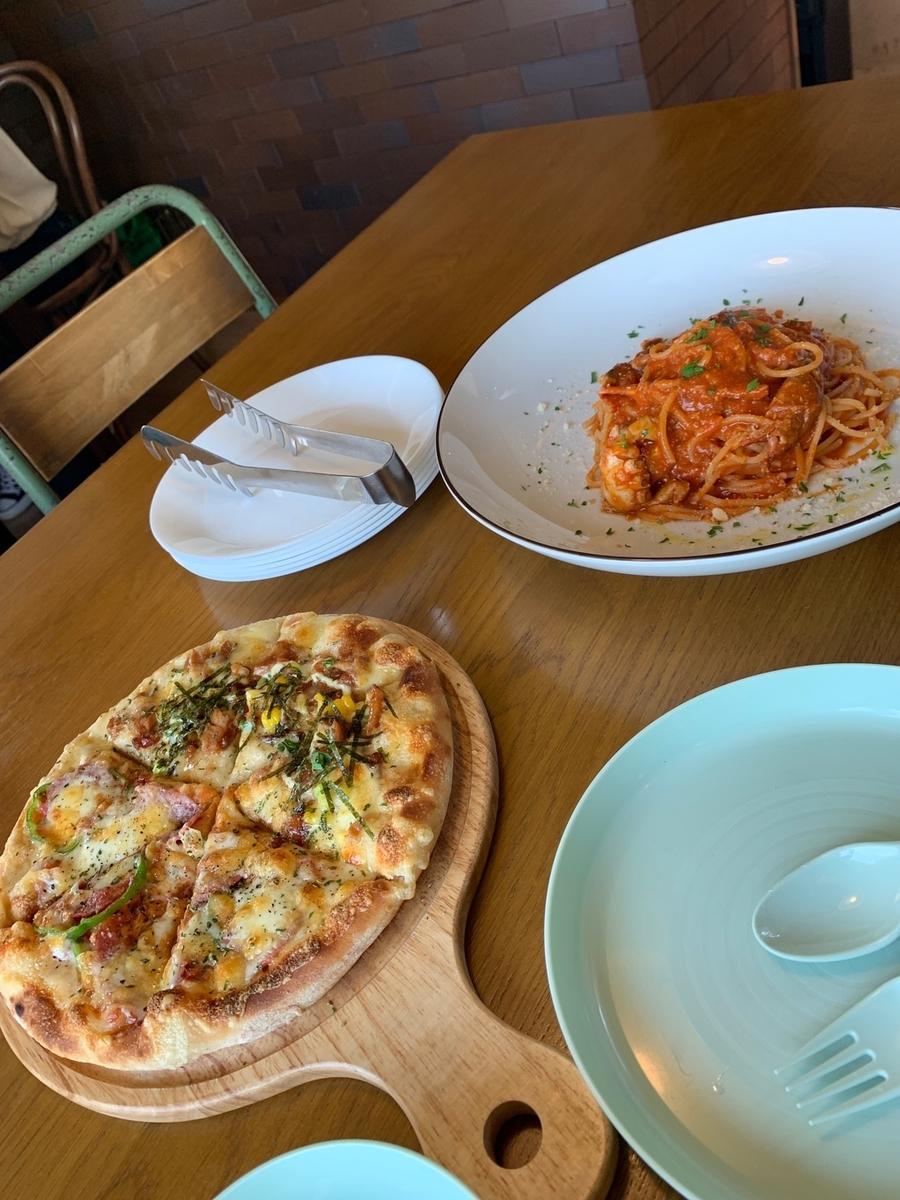 NICOLI ソフトシェルクラブのトマトパスタ、NICOLIミックス+照り焼きチキン