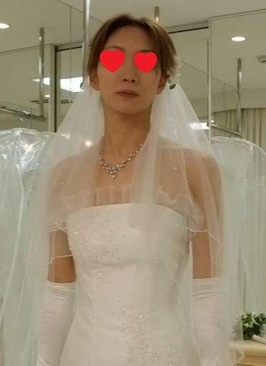 ウェディングドレスの嫁