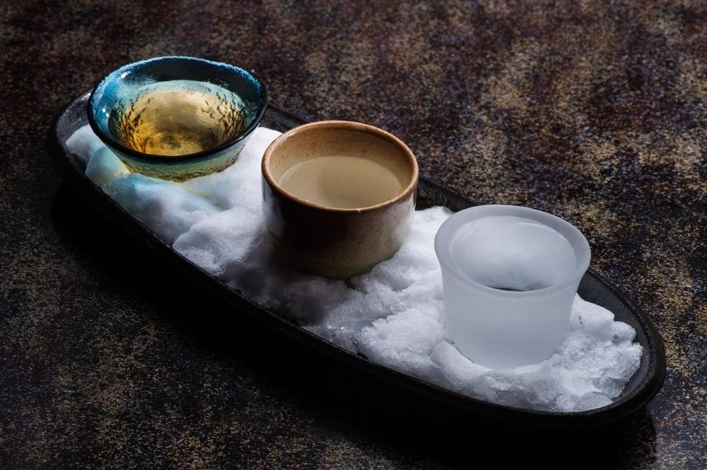 おちょこに入った日本酒