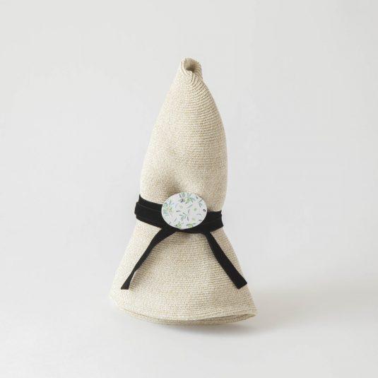 オリーブのブローチ付きブレード帽子