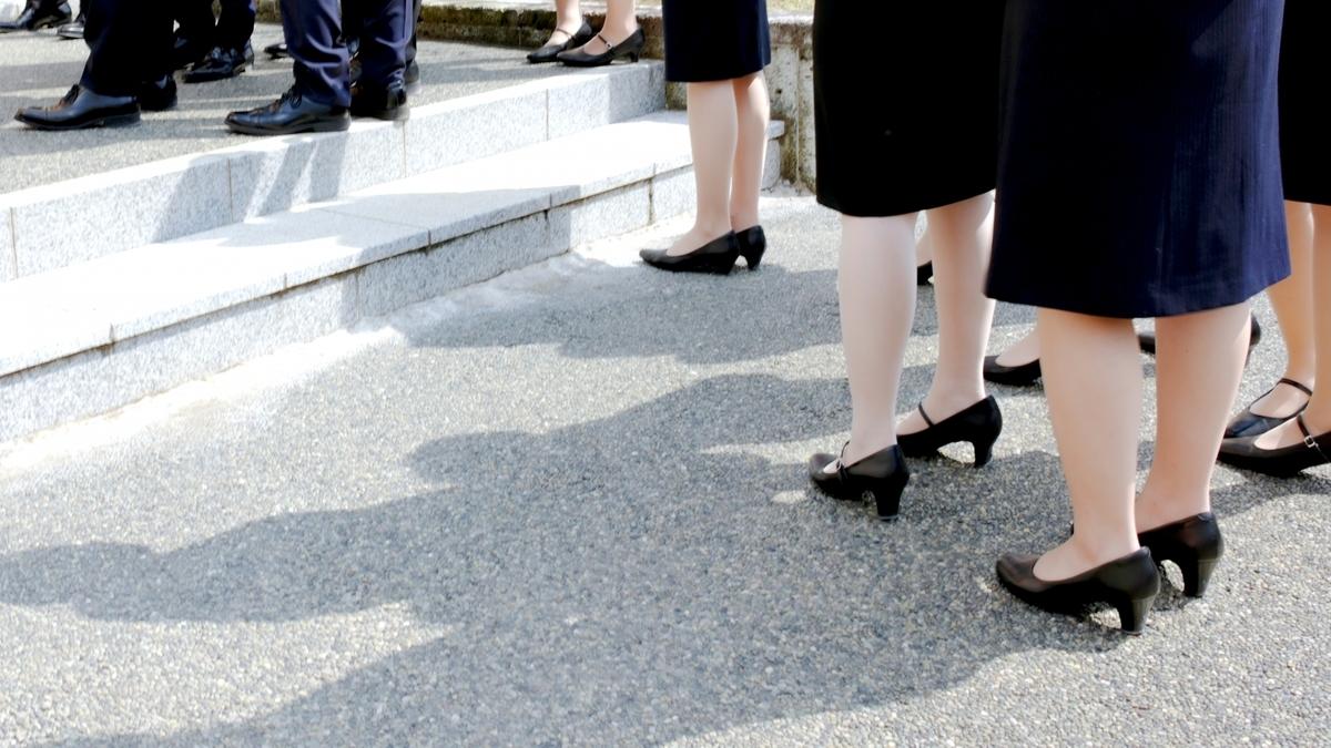 女性が職場で履く靴