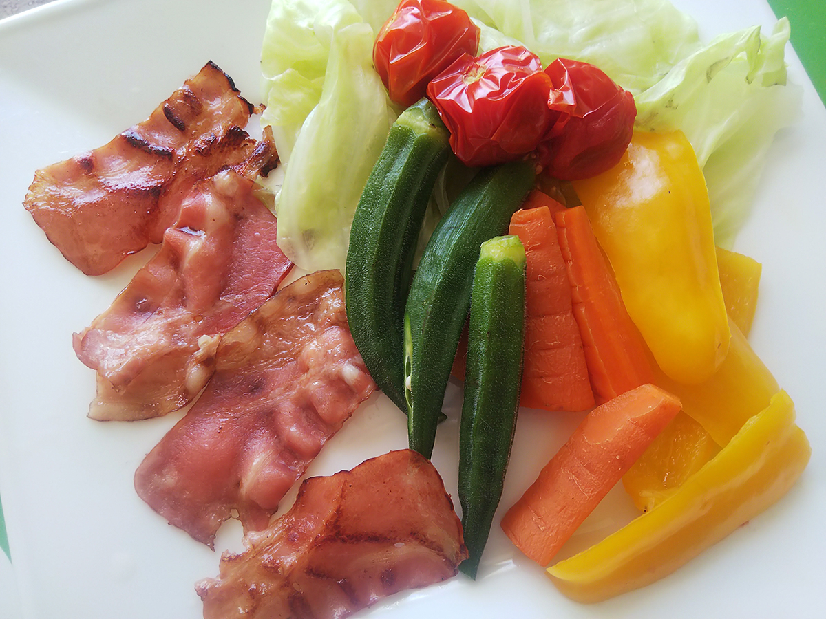 ベーコンと温野菜のサラダ