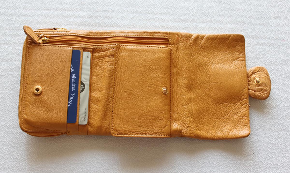 使い勝手の悪い財布
