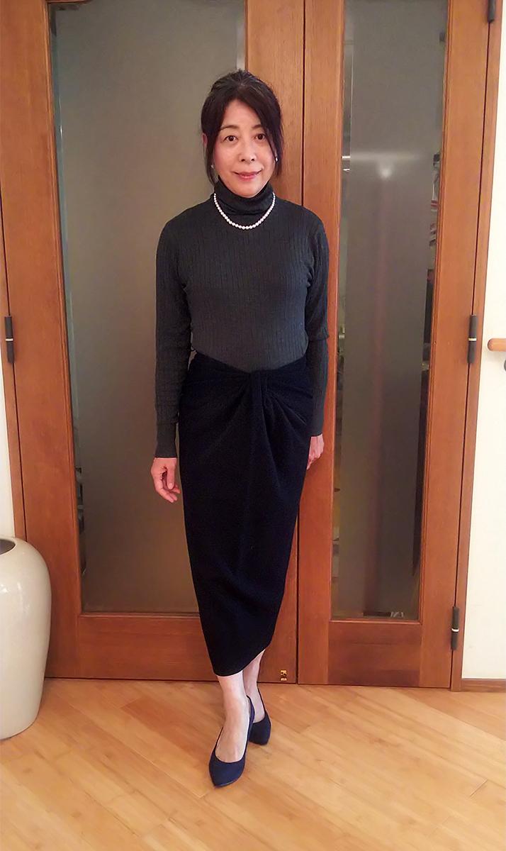 ダナキャランのネイビーのスカート