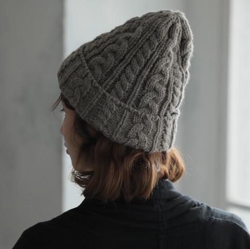 ふわり冬らしさを編み込んだニット帽