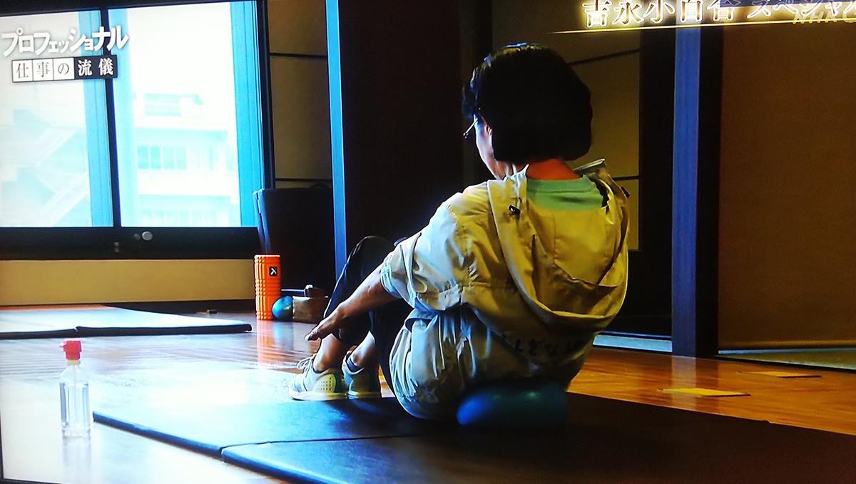 腹筋体操をする吉永小百合さん