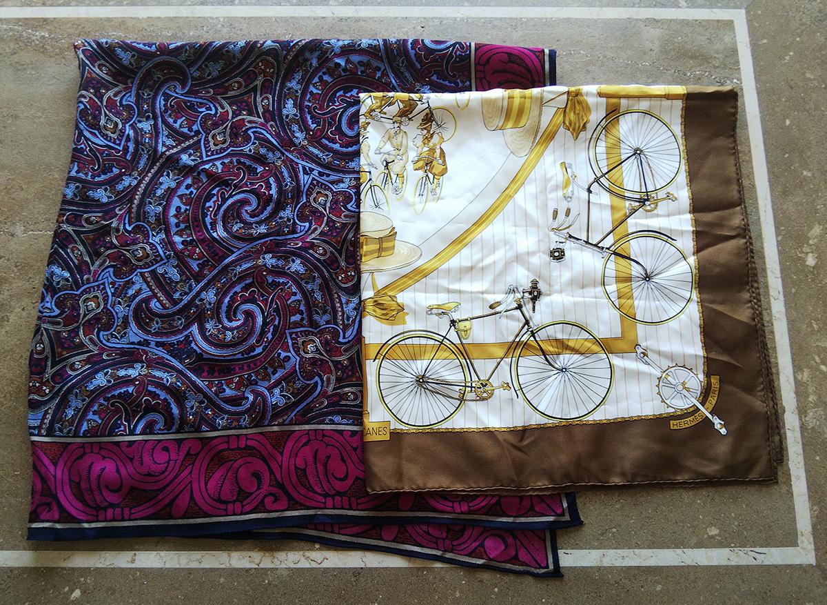 大判ウールのペイズリー柄スカーフとエルメスのシルクスカーフ